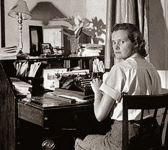 The Writing Desk: Daphne du Maurier's Writing Habits